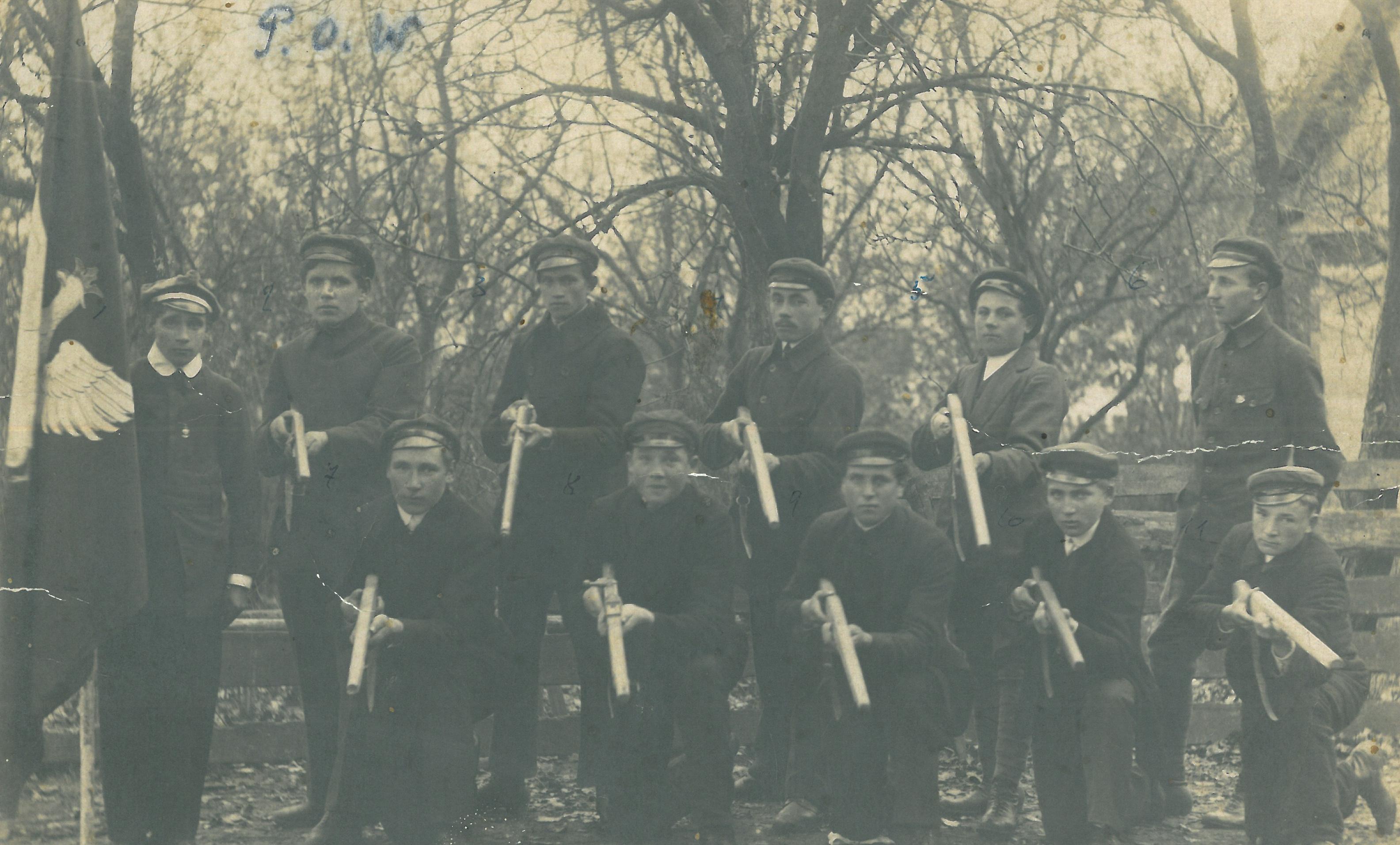 12.-Grupa-Peowiaków-ze-Stanisławowa-1917-r.