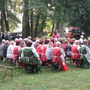 Sieradzki folklor muzyczny w tubądzińskim parku