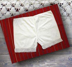 Majtki, dawniej głęboko schowane pod warstwami ubrań